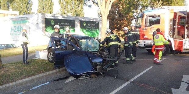 Verheerender Unfall in Wien: Lenker in Lebensgefahr