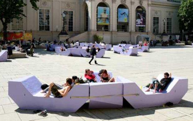 Museums Quartier in Violett getaucht und fussballfrei