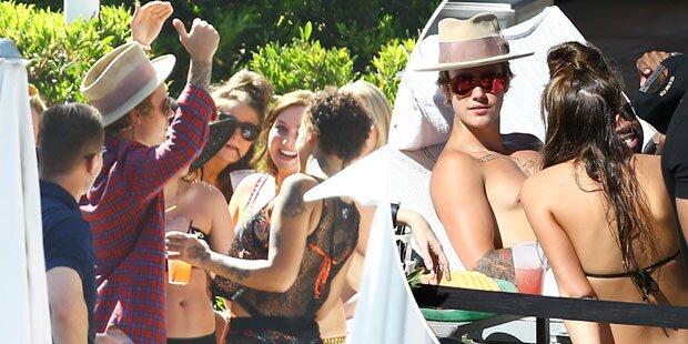 Justin Bieber feiert mit sexy Bikini-Girls
