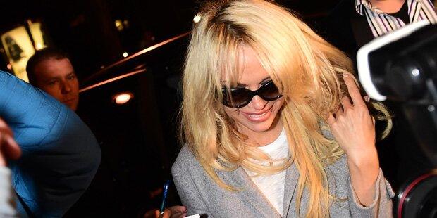Pamela Anderson: 14 Stunden-Odyssee nach Wien
