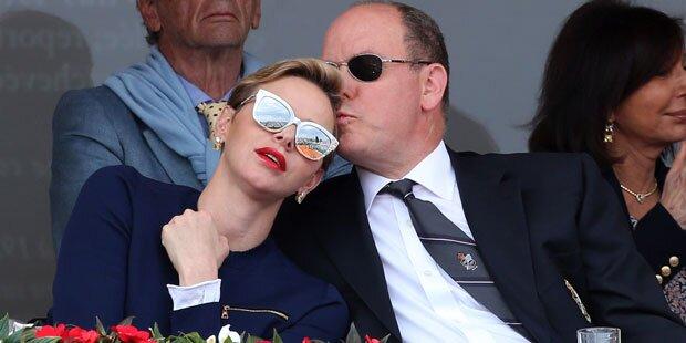 Charlène kuschelt mit Fürst Albert