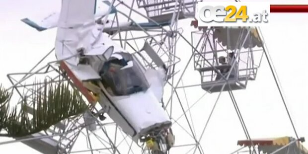 Australien: Flugzeug fliegt in Riesenrad