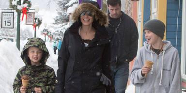 Angelina Jolie genießt den Winter