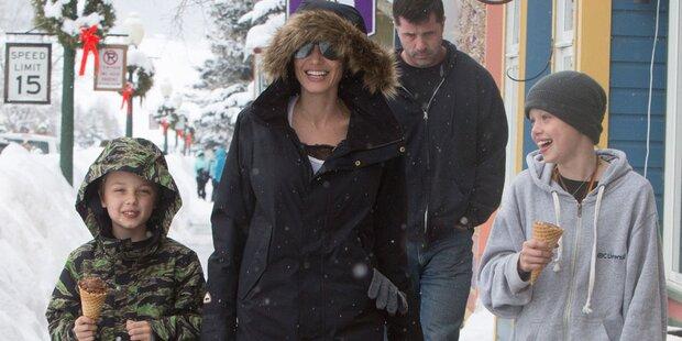 Angelina Jolie strahlt im Urlaub