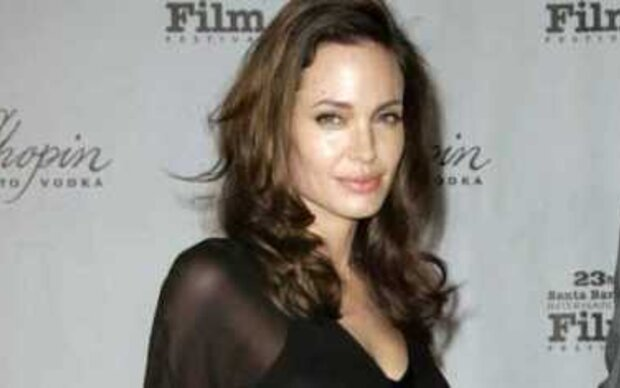 Angelina Jolie entspannt in Frankreich