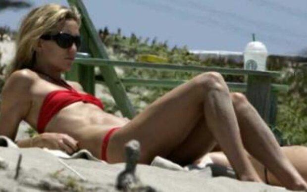 Sexy Mama am Strand