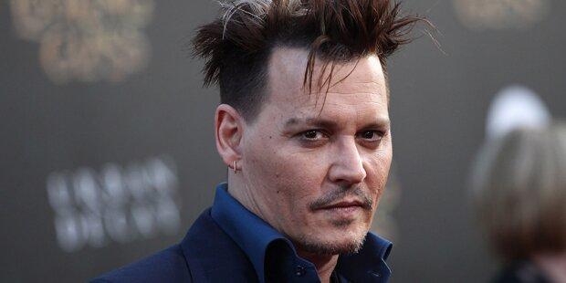 Lily-Rose unterstützt Johnny Depp