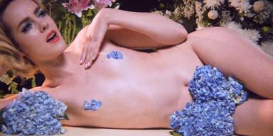 Jena Malone lässt im Musik-Clip hüllen fallen