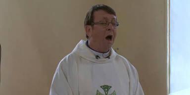 Singender Pfarrer Ray Kelly legt nach