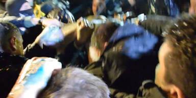 Präsidentschaftskandidat von Mob zusammengeschlagen
