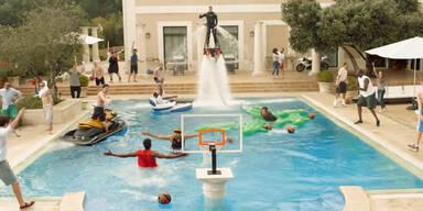 Ein epischer Pool Dunk