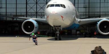 Franz Müllner zieht eine Boing 777