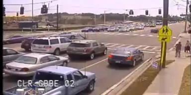 Motrradfahrer überlebt Crash