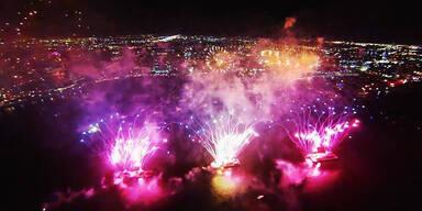 Drohne filmt Feuerwerk