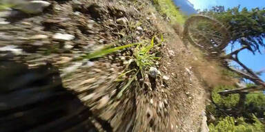 Mountainbiker stürzt schwer