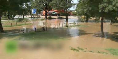 Eine ganze Stadt steht unter Wasser