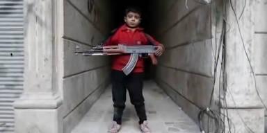 8 jähriger Bube als Terroristen-Soldat