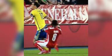Ibrahimovic foult David Alaba