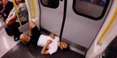 Mann will schneller als U-Bahn sein