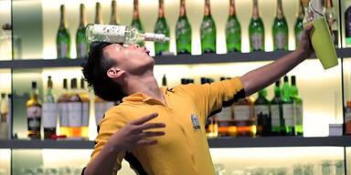 Bruce Lee der Barkeeper