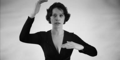 Frau singt zwei Töne gleichzeitig