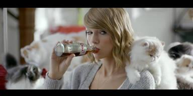 Kätzchen stehen auf Taylor Swift