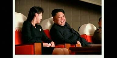 Bilder von Kim Jong Un und seiner Frau
