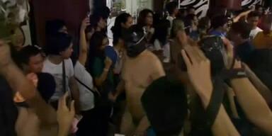 Nacktdemo an der Universität von Manila
