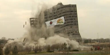 Detroit: Hochhaus gesprengt
