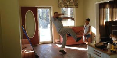 Vater vs. Tochter beim Tanzen