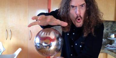 """""""Weird Al"""" Yankovic zeigt optische Illusion"""
