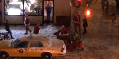 Irrer Streit von Weihnachtsmännern