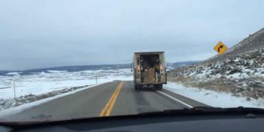 FedEx Truck verliert Pakete