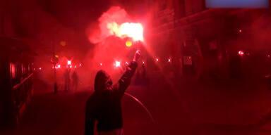 Polnische Fans mit irrer Pyro-Show