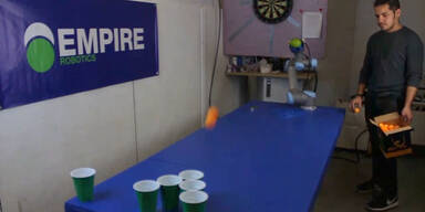 Beer-Pong Roboter trifft jeden Wurf
