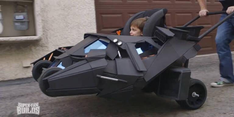 Vater baut seinem Sohn ein Batmobil