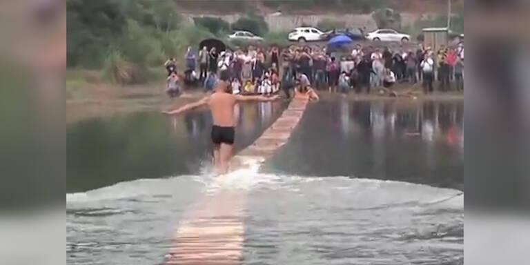 Mönch läuft 118 Meter auf Wasser