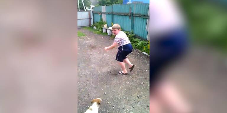 Dickes Kind hat Angst vor kleinem Hund