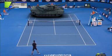 Djokovic spielt Match gegen Panzer