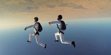 Synchron-Fallschirmspringen in Dubai