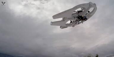 Drohne wird zu Millenium Falken