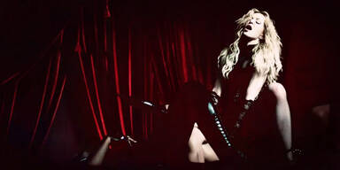 Madonnas Neue:  'Living For Love'