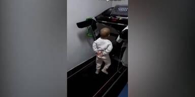 2-jähriger wird auf Laufband gequält