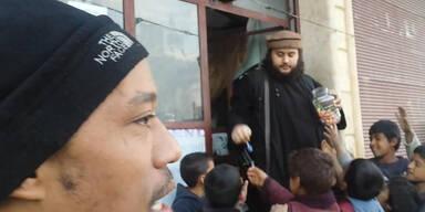 Austro-Islamist verteilt Zuckerl