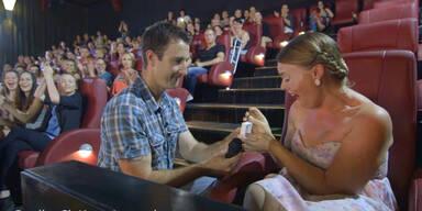 """Shades of Grey"" Heiratsantrag im Kino"