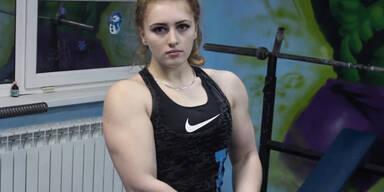 Frau mit Muskeln wie der unglaubliche Hulk