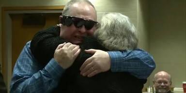 Blinder Mann kann Ehefrau wieder sehen