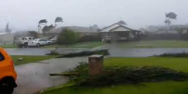Zyklon fegt über Nordaustralien