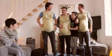 Väter üben sich als Schwangere