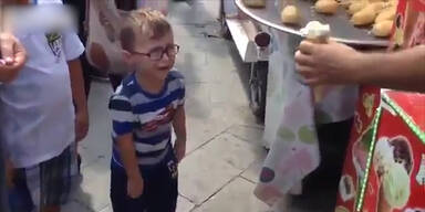 Eisverkäufer bringt Kind zum Weinen